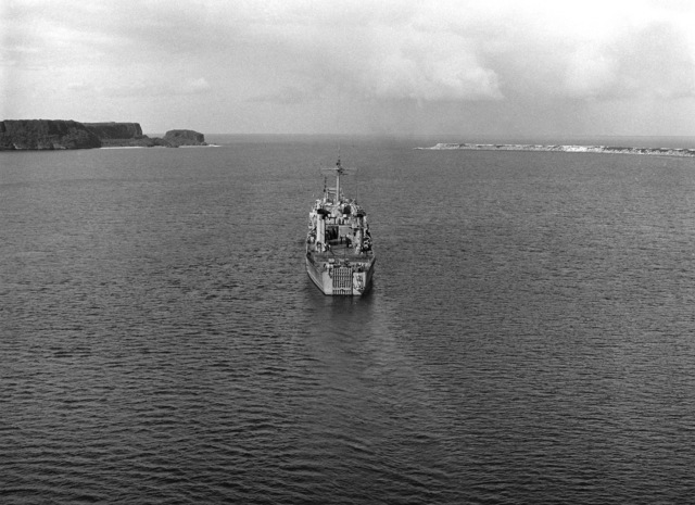 An elevated stern view of the tank landing ship USS TUSCALOOSA (LST 1187) underway