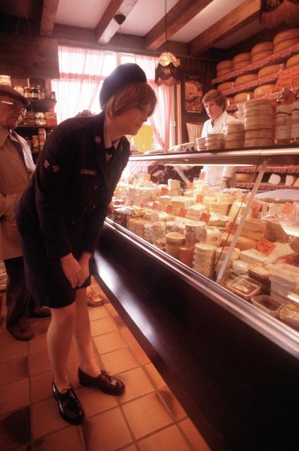 SRA Droogsma shops at a local cheese shop