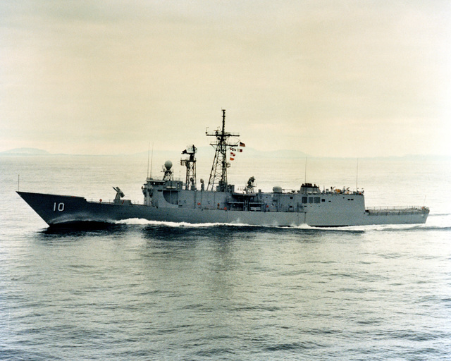 A port beam view of the guided missile frigate DUNCAN (FFG 10) as Todd Pacific Shipyards Corporation conducts sea trails