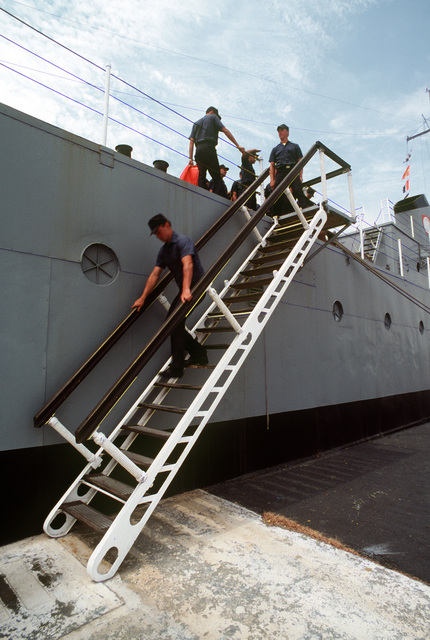 Recruits descend the ladder on the training destroyer escort USS RECRUIT (TDE 1) after instruction at the Naval Training Center