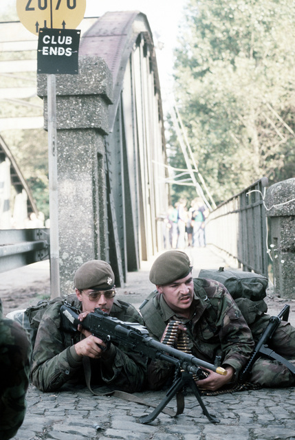"Irish Guards defend a bridge against 82nd Airborne Division ""aggressors"" during exercise Reforger '80"