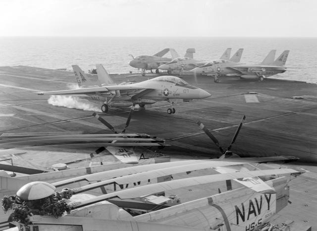 A Fighter Squadron 143 (VF-143) F-14A Tomcat aircraft lands aboard the nuclear-powered aircraft carrier USS DWIGHT D. EISENHOWER (CVN 69)