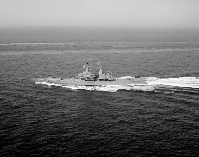 An aerial port beam view of the nuclear-powered guided missile cruiser USS VIRGINIA (CGN 38) underway