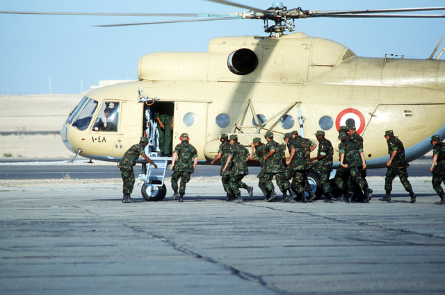 An Egyptian Mi-8 helicopter lands during joint familiarization flights that took place during exercise Bright Star '80
