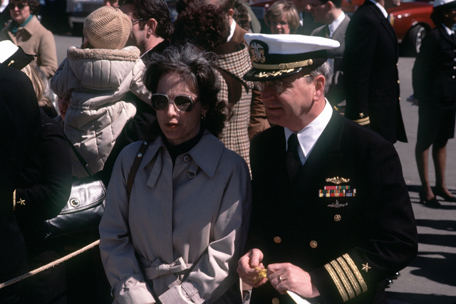 A flag officer and his wife arrive at the commissioning ceremonies for the nuclear-powered attack submarines USS BREMERTON (SSN-698)