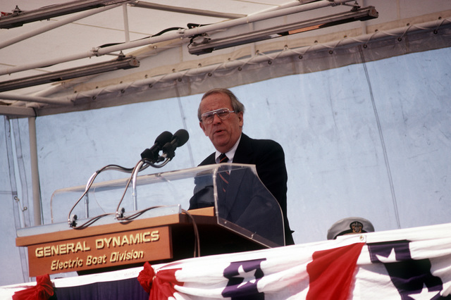 Sen Henry Jackson, D-Washington, speaks at commissioning ceremonies for the nuclear-powered attack submarine USS BREMERTON (SSN-698)