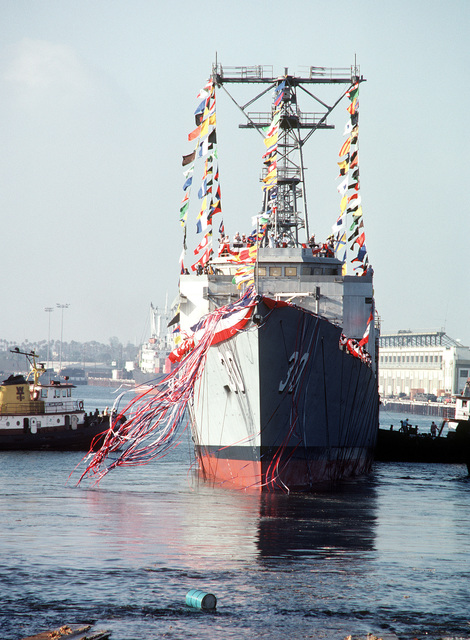 The guided missile frigate USS REID (FFG-30) slides down the ways at the conclusion of christening and launching ceremonies at the Todd Pacific Shipyards Corp., Los Angeles Div