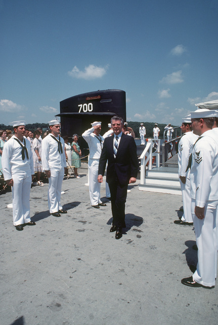 A distinguished guest passes between two ranks of side boys at the conclusion of the commissioning of the nuclear-powered attack submarine USS DALLAS (SSN 700)