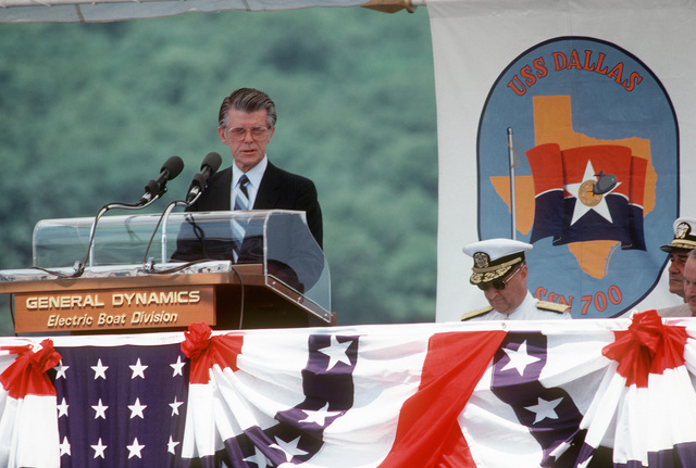 A distinguished guest speaks during the commissioning of the nuclear-powered attack submarine USS DALLAS (SSN 700)