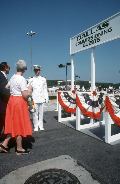 Guests arrive for the commissioning of the nuclear-powered attack submarine USS DALLAS (SSN 700)