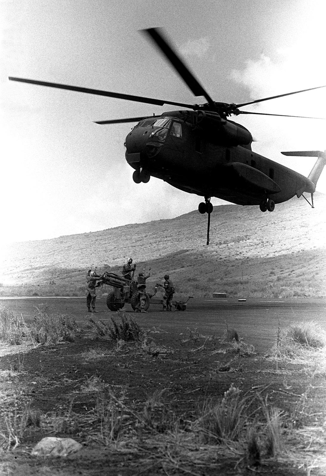 A Marine CH-53 Sea Stallion helicopter from Marine Helicopter Squadron 463 (HMM-463) is used to airlift a 105mm howitzer gun to Kilo Battery, 1ST Battalion, 12th Marines. They are going through combat readiness evaluation at the Pakalula Training Area