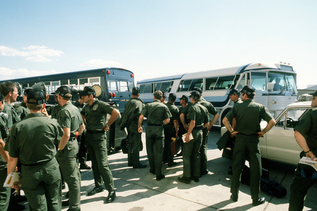 Korean ally team members and ground crewmen prepare to board buses after disembarking a C-141 Starlifter aircraft, upon its arrival during Operation Gunsmoke '81