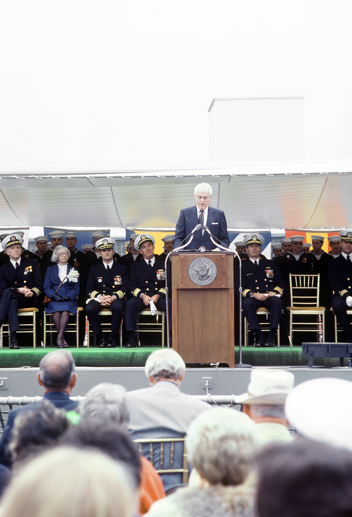 Wells B. McCurdy, a trustee of the Seattle Chamber of Commerce, speaks during the commissioning of the guided missile frigate USS ANTRIM (FFG-20)