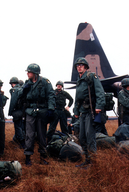 Members of the 101st Airborne Division from Fort Campbell, Kentucky, offload their gear at auxiliary field 6 during exercise BOLD EAGLE '82