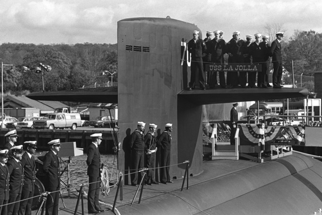 Crewmen stand by on the diving plane and on the deck during the commissioning of the nuclear-powered attack submarine USS LA JOLLA (SSN 701)