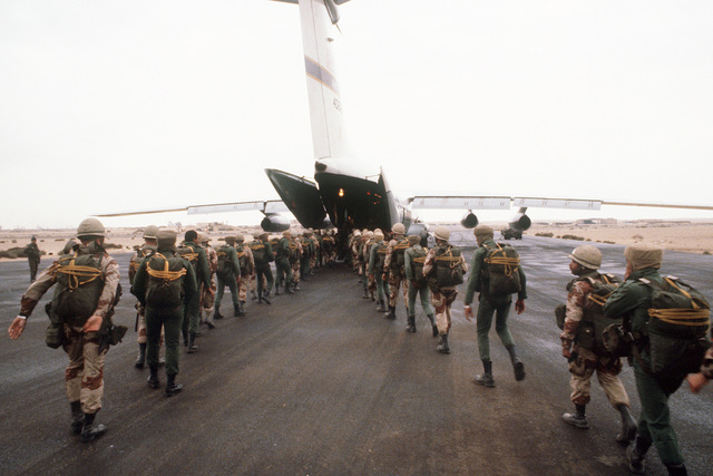 Egyptian and U.S. troops board a C-141 Starlifter aircraft during Exercise Bright Star '82