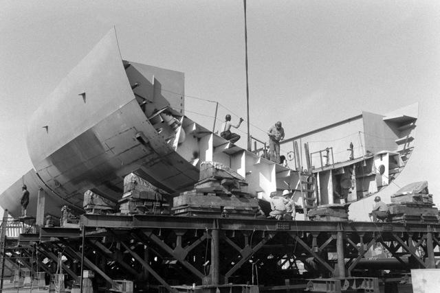 Keel laying of the cruiser YORKTOWN (CG-48)