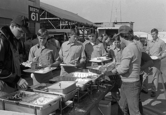 Visiting observers and crewmen from the amphibious assault ship USS PELELIU (LHA 5) attend a picnic on the pier during a series of exercises taking place to demonstrate Navy readiness on the 40th anniversary of the attack on Pearl Harbor