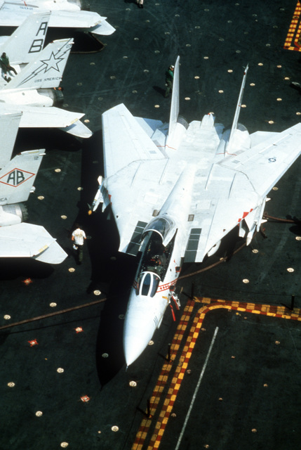 An overhead view of an F-14A Tomcat aircraft on the flight deck of the aircraft carrier USS AMERICA (CV 66)