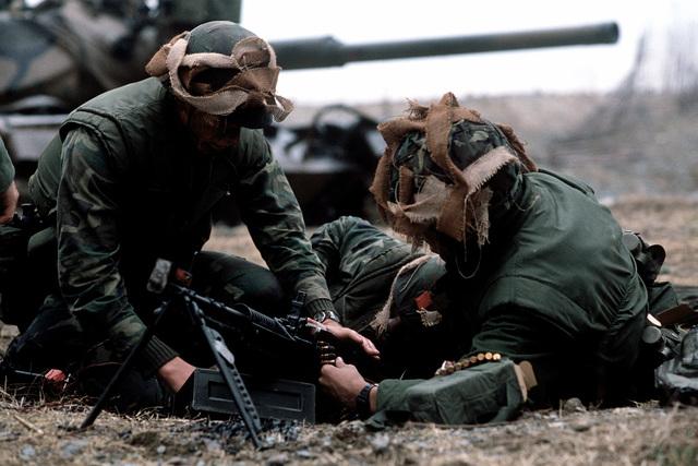 U.S. Marines load an M-60 machine gun during Valiant Blitz, the amphibious assault landing phase of exercise Team Spirit '82