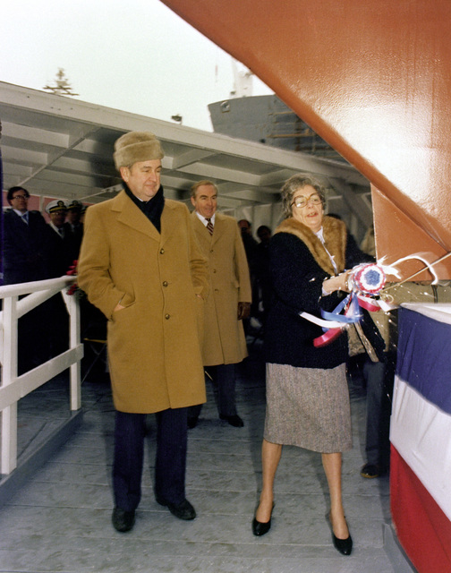 Sponsor Elizabeth T. Underwood christens the guided missile frigate UNDERWOOD (FFG-36) during the launching ceremony