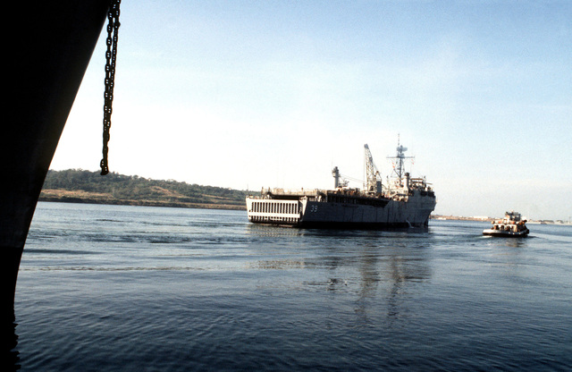 A starboard quarter view of the dock landing ship USS MOUNT VERNON (LSD 39) as it departs Subic Bay