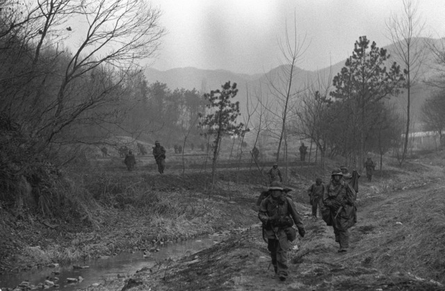 Members of the 1ST Bn., 21st Inf., 25th Infantry Div., move through a mountain pass toward the position of the Orange Forces in a counterattack to restore the forward edge of a battle area during the height of the joint South Korea/U.S. training exercise Team Spirit '82