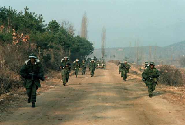 Members of the 1ST Bn., 35th Inf., 25th Inf. Div., move against the Orange Forces (Republic of Korea Army) in a counter attack to restore the forward edge of the battle area towards the Nam Han River, during the training exercise Team Spirit '82