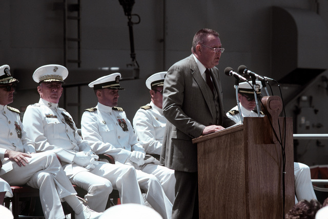 Len Thorell, vice president and general manager of Todd Pacific Shipyards Corporation, speaks at the commissioning ceremony for the guided missile frigate USS LEWIS B. PULLER (FFG-23)