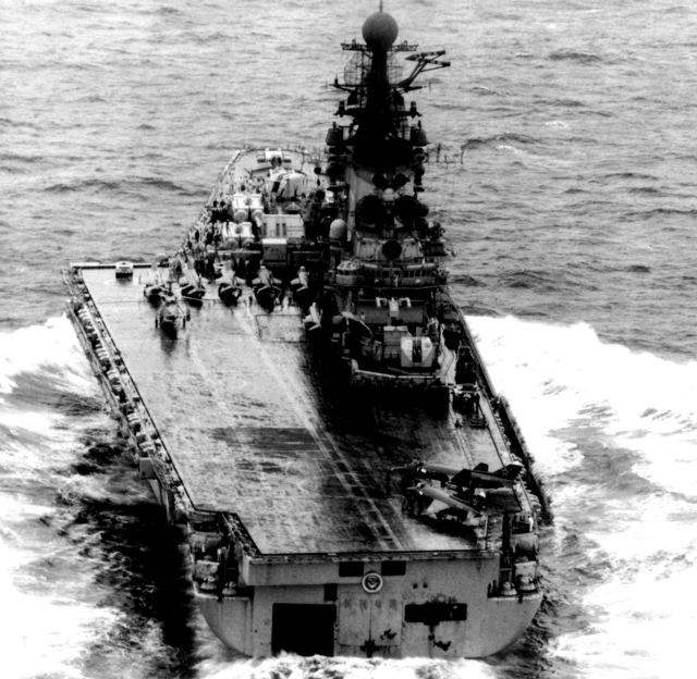A stern view of the Soviet guided missile vertical short take-off and landing (V/STOL) aircraft carrier Kiev underway