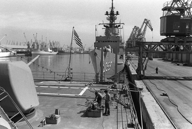 Bow view of the frigate USS W. S. SIMS (FF-1059) as seen from the destroyer USS JOHN RODGERS (DD-983) during a port visit