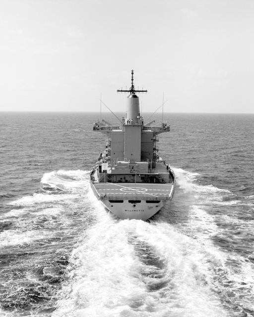 A stern view of the fleet oiler USS WILLAMETTE (AO 180) underway