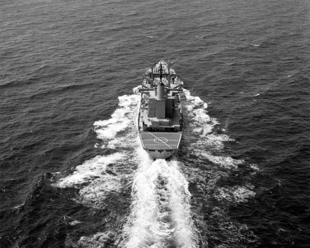 A stern view of the fleet oiler USS WILLAMETTE (AO-180) underway