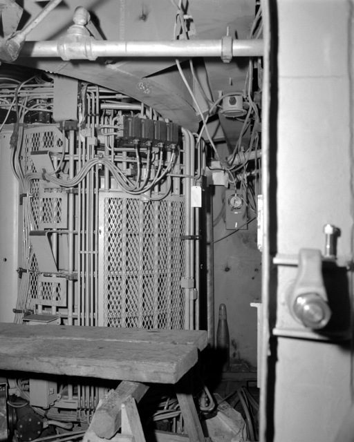 A view of the 5/54 loader drum room aboard the Spruance class destroyer HAYLER (DD-997) at 70 percent completion