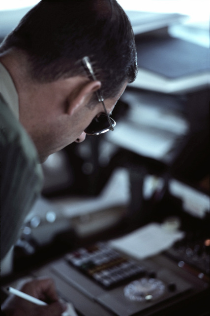CWO Doug Barton at work in the air traffic control tower at the Ft. Lauderdale/Hollywood Airport. Military personnel were moved into positions vacated by striking members of the Professional Air Traffic Controllers Organization