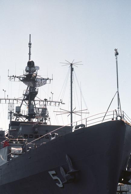A view of the AN/SPS-40 air search radar aboard the Austin class amphibious transport dock USS OGDEN (LPD-5)