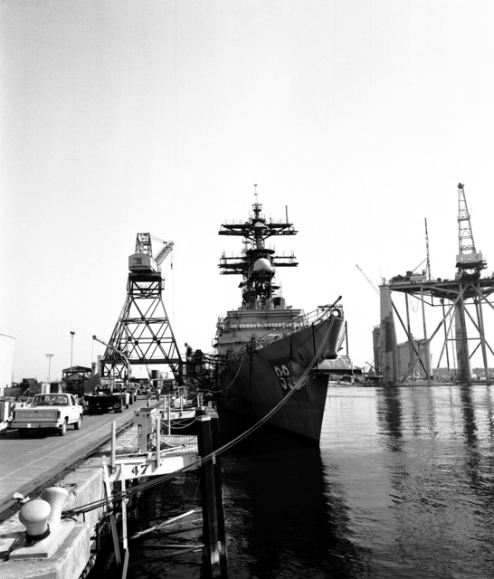 Starboard bow view of the Spruance class destroyer HAYLER (DD-997) during construction at Ingalls Shipbuilding. The ship is 80 percent complete