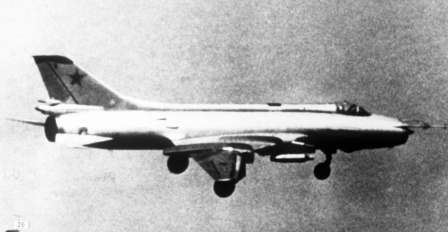 Su-17/Fitter-C swing-wing ground support fighter aircraft. (PHOTO courtesy of Soviet Military Power Magazine, PHOTO #26, Page 33 (top right))