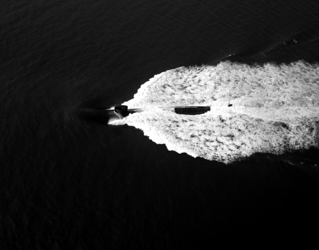 Aerial port beam view of the nuclear-powered attack submarine USS HOUSTON (SSN-713) underway