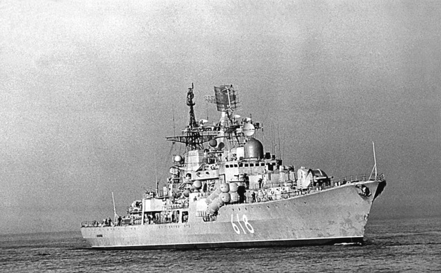 A starboard bow view of the Soviet SOVREMENNYY class guided missile destroyer (DDG-618) underway