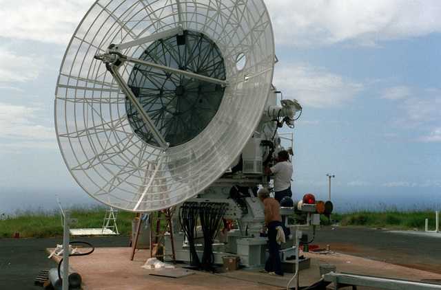 An MPS-25 radar antenna is installed at the Pacific Missile Range Facility at Kauai