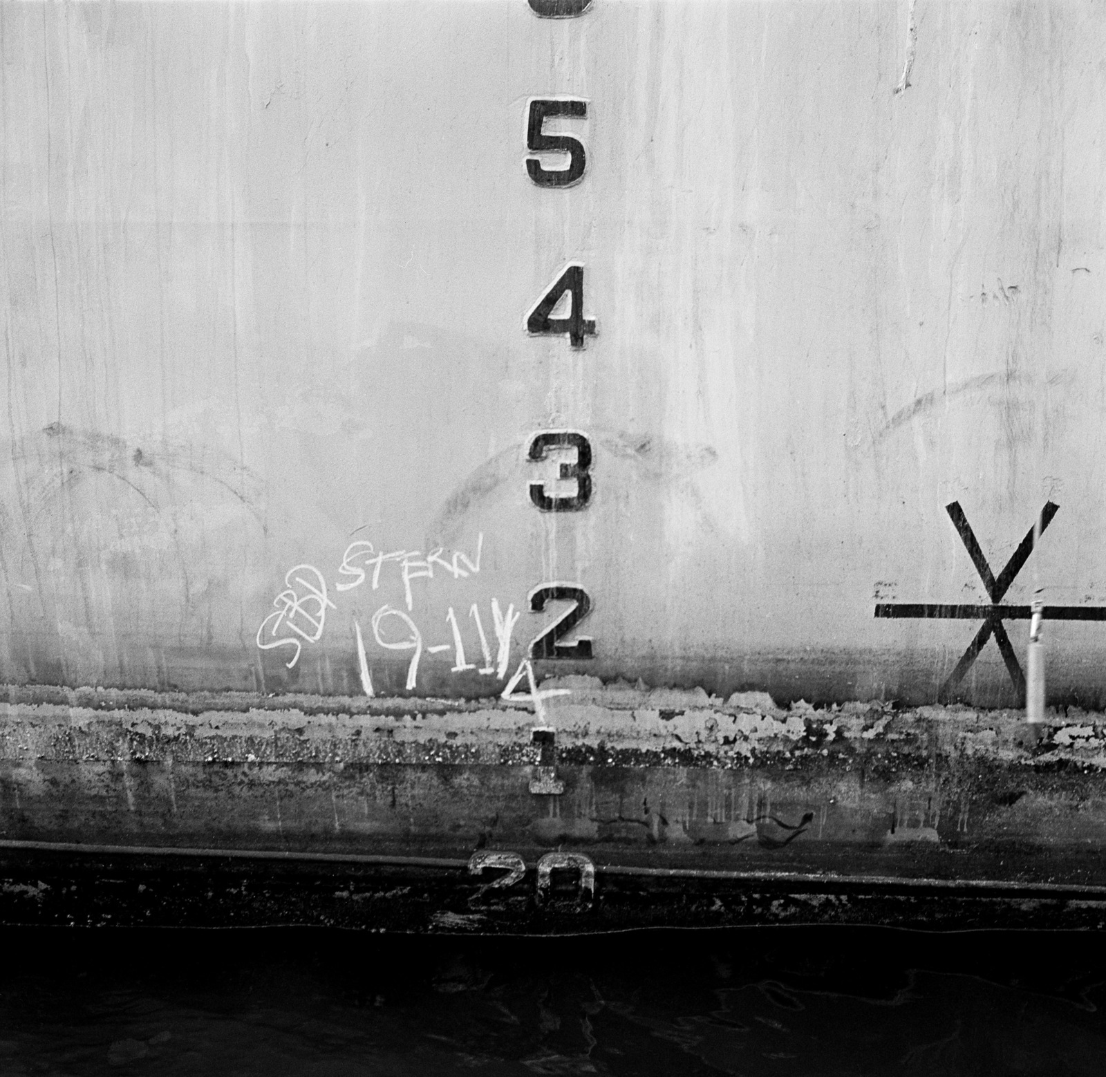A view of the aft starboard draft markings aboard the destroyer DD-997, hull number 4801, during inclining experiments