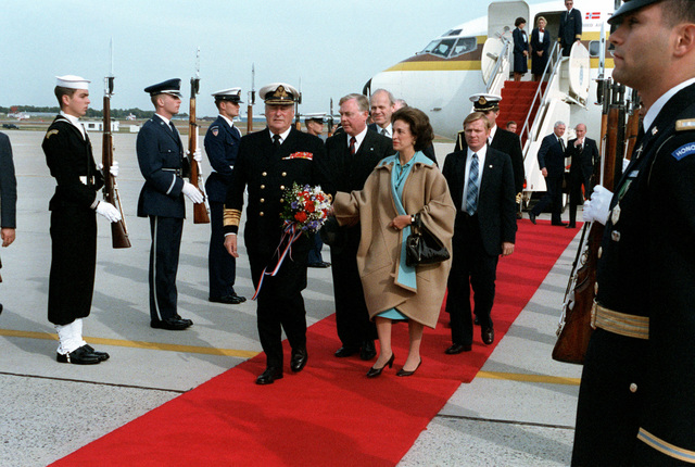 Norway's King Olav V and his entourage arrive for a visit