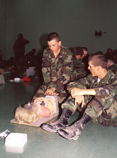 Infantrymen receive instruction in cardio-pulmonary resuscitation (CPR) during a first-aid training course at the Army Armor Center