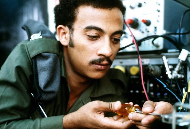 TSGT Jamil Ali Ghalib of Yemen fine-tunes an AN/APQ radar transmitter during a training class