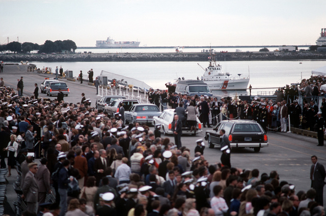 President Ronald Reagan's motorcade passes through the crowd waiting to see the battleship USS NEW JERSEY (BB-62) recommissioned
