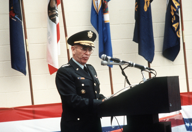 GEN John W. Vessey Jr., chairman of the Joint Chiefs of STAFF, speaks during the dedication ceremony for the U.S. Central Command's new building