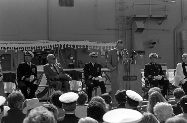 Vice President and General Manager of Todd Pacific Shipyards Los Angeles Division, Len M. Thorell speaks during commissioning ceremonies for the guided missile frigate USS REID (FFG-30)