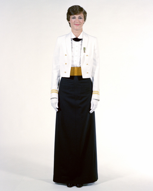 Uniform: Formal dinner dress white jacket, female Navy officers