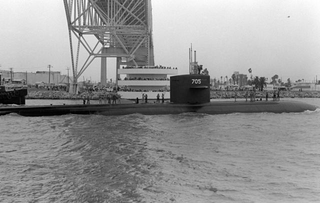 A crowd welcomes the nuclear-powered attack submarine USS CITY OF CORPUS CHRISTI (SSN 705) on its first visit to its namesake city